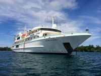 Oceanic Discoverer in Madang